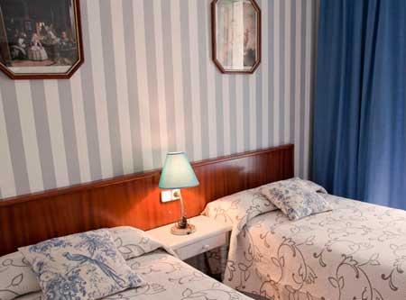 Alojamiento en Hostal para despedidas de solteras y solteros en Granada.Desde 17€
